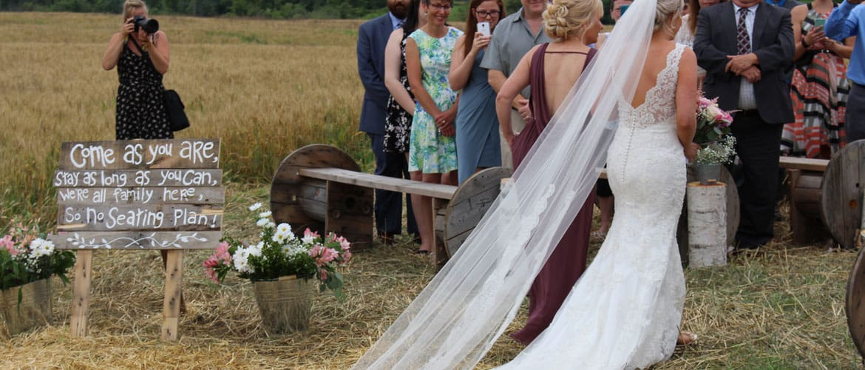 bride-mother-ceremony-entrance