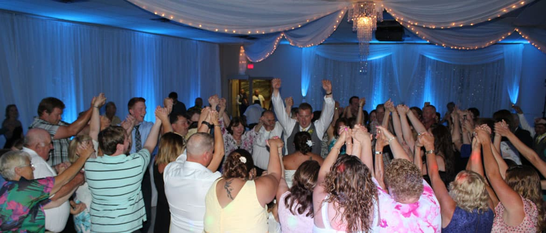 wedding-guests-dancing-fun